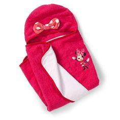 Keep your little cutie warm and cozy after her bath with the Minnie Hooded Towel.  Let your child transform into their favorite Disney character. The Minnie hooded towel features an embroidered Minnie on the pink towel and an appliqu