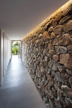 Stone entry wall 'Byron Bay Beach House'