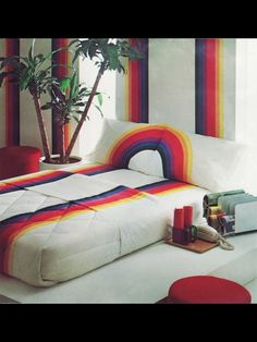 I had this comforter and matching sheets on my waterbed in the early 80's. Loved it.