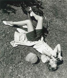 heres-looking-at-you-kid:    I don't know anything about this photo, just that it was taken in 1952 and that it's pretty.