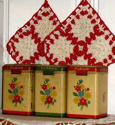beautiful.quenalbertini: Vintage tins
