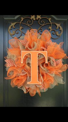Tennessee Vols deco mesh & burlap wreath, orang, brown, burlap Burlap Crafts, Wreath Crafts, Diy Wreath, Wreath Ideas, Acorn Wreath, Wreath Making, Fall Crafts, Holiday Crafts, Diy And Crafts