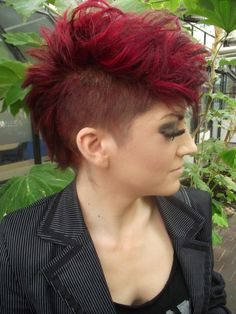 These short girl hairstyles for teens really are amazing! These short girl hairstyles for teens really are amazing! Mohawk Hairstyles For Women, Edgy Haircuts, Cute Hairstyles For Medium Hair, Summer Hairstyles, Medium Hair Styles, Curly Hair Styles, Hairstyles 2016, Easy Hairstyle, Girl Short Hair