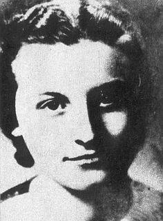 Rela Fafková (b. 30. 7. 1920), elder sister of Liběna