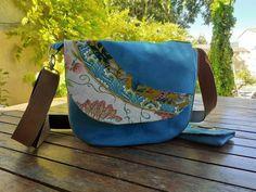 Sac à main, sac bandoulière ou porté épaule, suédine bleu turquoise et camel, patchwork de tissus colorés, pochette  assorti, style bohème par Couleurspivoine sur Etsy