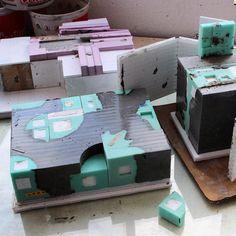 Unmolding concrete sculptures #mold #moldmaking #casting #molding #silicon… Cement Art, Concrete Art, Concrete Design, Concrete Molds, Concrete Table, Concrete Planters, Concrete Architecture, Modern Architecture, Concrete Sculpture
