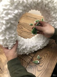 Christmas Projects, Christmas Crafts, Christmas Decorations, Holiday Decorating, Christmas Ideas, Holiday Wreaths, Holiday Crafts, Winter Wreaths, Spring Wreaths