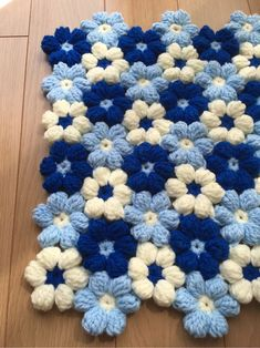 Crochet Cord, Crochet Fabric, Crochet Motif, Diy Crochet, Crochet Designs, Crochet Patterns, Diy Pom Pom Rug, Pom Pom Crafts, Yarn Crafts