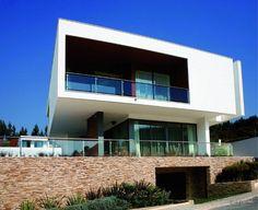 Dit Ecoresort is volledig gebouwd met gebruik van groene energie en de modernste technologieën die er op heden bestaan.