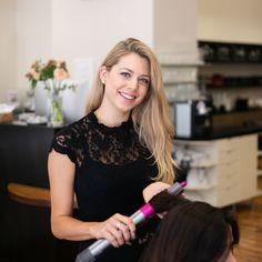 Unsere fleißige Salonleitung Silke hat ihre Augen überall und sorgt als verlängerter Arm von Christa und Julia, dass die Qualitätsstandards eingehalten werden.  Darüber hinaus ist sie selbst eine leidenschaftliche und erfahrene Stylistin, die liebend gerne langes Haar optimal pflegt und farblich in Szene setzt. 🎨  Aber auch mit dem Wunsch nach einem vielseitigen Haarschnitt in mittlerer oder kurzer Länge ist man bei ihr gut aufgehoben.  Foto Credit: www.kacy.at  #friseur #wien #hair Barber Shop Names, Wish, Website, Scene, Long Hair, Eyes