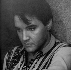 Great pic - refective Elvis.