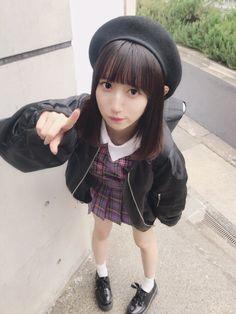 위에서 내려다보는 앵글 School Girl Japan, Human Poses Reference, Pose Reference Photo, Cute Japanese Girl, Japanese School, Cute Asian Girls, Cute Girls, Poses References, Dynamic Poses