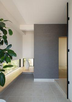 とじる・ひらく | 注文住宅なら建築設計事務所 フリーダムアーキテクツデザイン Bright Front Doors, Front Door Colors, Front Door Decor, New Kitchen Doors, Dorm Room Doors, Front Door Makeover, Glass Front Door, Japanese Interior, Space Architecture