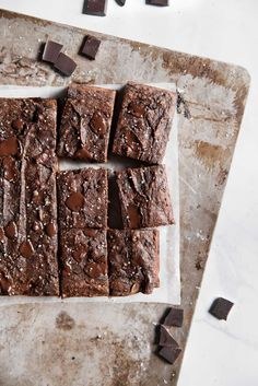 Double chocolate paleobanana bread made with nutritious almond and coconut flour. No sugar added, paleo, and takes only 30 minutes to make!