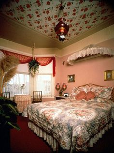 Rose Garden Room - Red Victorian San Francisco Bed & Breakfast
