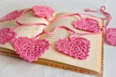 Lovely idea for a Valentine's Day gift. Crochet bookmarks. http://sussle.org/t/Valentine's_Day