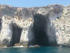 Siracusa (Sicilia) - Le spettacolari grotte che si aprono vicino la periferia urbana di Siracusa - The spectacular caves that are located in the suburbs of Syracuse.