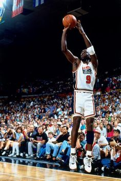 (18) Hashtag #MJMondays no Twitter