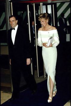 Princess Diana The film premiere of 'An Accidental Hero' -le 15 Avril 1993 _ Suite