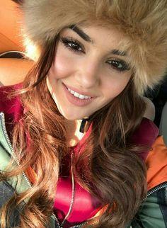 Hande Ercel Beautiful Celebrities, Beautiful Actresses, Hayat And Murat, Hande Ercel, Turkish Beauty, Girl Photo Poses, Turkish Actors, Woman Crush, Insta Makeup