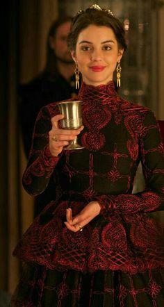 Reign Dresses, Royal Dresses, Mary Stuart, Adelaide Kane, Serie Reign, Queen Mary Reign, Pretty Dresses, Beautiful Dresses, Reign Season