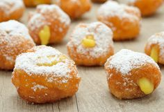 Carnival pancakes gluten-free - quick recipe- Frittelle di carnevale senza glutine – ricetta veloce Classic carnival pancakes, soft and fragrant made even more delicious by the filling of custard. Gluten-free and leavening recipe. Beignets Sans Gluten, Gluten Free Doughnuts, Gluten Free Deserts, Gluten Free Bakery, Gluten Free Sweets, Gluten Free Breakfasts, Foods With Gluten, Gluten Free Recipes, Gf Recipes
