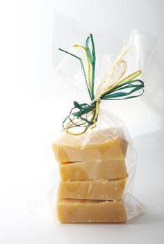 DIY Recipes for delicious fudge guest favors! weddingfor1000.com