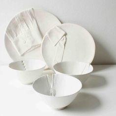 platos en porcelana  de Marianne van Ooij, una diseñadora holandesa.   http://www.mariannevanooij.com/