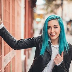 ¡Mañana productiva!   @chphotx Eres un máquina! ❤️ Sonia Gomez, Sweet California, Love Your Hair, Blue Hair, Green And Grey, Long Hair Styles, Photo And Video, Celebrities, Singers