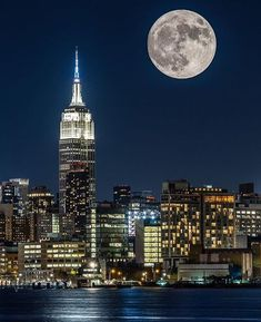 When you get caught between the moon and New York City Visiting Nyc, New York Photographers, New York City Travel, New York Art, City That Never Sleeps, Night City, City Photography, Empire State Building, Cool Photos