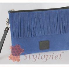 bolso-mujer-mano-flecos-azul