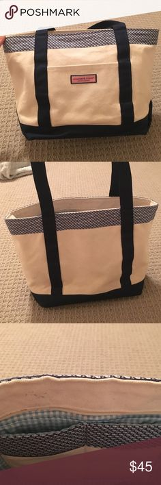 Vineyard Vines Whale Tail Classic Tote! This everyday tote can fit everything with its laptop holder and many pockets inside with a zipper on top! Pretty navy color with light blue gingham on inside! Love Love Love this tote! (there is one small blush stain on the inside... but people won't be able to see) Vineyard Vines Bags Totes