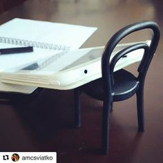 How's hump day for you? Pretty sluggish one for me. I'm getting through today with massive doses of coffee. But hacks like this definitely cheer my day. . . . @amcsviatko's quick #ikeahack involves using a #fjantig #chairhook as a #tabletriser. 😍