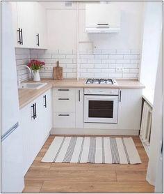 choose best color for small kitchen remodel 12 Kitchen Sets, Home Decor Kitchen, Interior Design Kitchen, Home Kitchens, Small Kitchens, Small Apartment Kitchen, Appartement Design, Cuisines Design, Kitchen Remodel