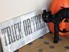 DIY Hallowen Crafts : DIY Distressed Trick-or-Treat Sign