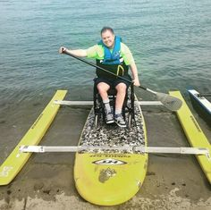 This board allows someone who uses a wheelchair to be able to kayak. It allows them to able to stay sitting in their wheelchair instead of getting out of it and sit in the kayak. Adaptive Sports, Adaptive Equipment, Physical Education Games, Physical Activities, Health Education, Special Education, Sensory Activities, Sensory Rooms, Spinal Cord Injury
