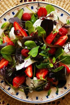 Herb salad with strawberries and mozzarella