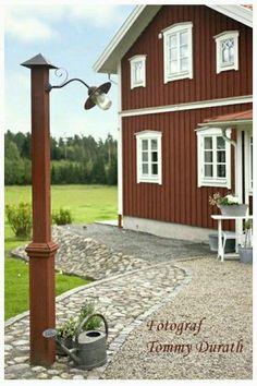 Outdoor Life, Outdoor Gardens, Charming House, Outdoor Lighting, Outdoor Decor, Building A House, Garden Design, Pergola, Home And Garden