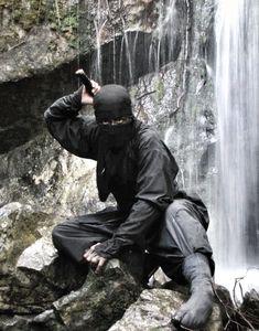A ninja appears with a waterfall as a background. Ninja ready for battle in a moments notice Arte Ninja, Ninja Kunst, Ninja Art, Ninja Warrior, Samurai Warrior, Guerrero Ninja, Deadliest Warrior, Bushido, Art Of Fighting