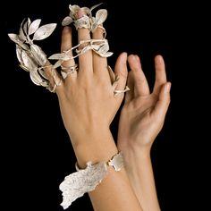 Kathleen Carricaburu, Daphne and Apollo, 2009 x x cm Sterling silver, fine silver; Contemporary Jewellery, Modern Jewelry, Jewelry Art, Unique Jewelry, Beaded Jewelry, Jewelry Rings, Silver Jewelry, Jewelry Accessories, Jewelry Design