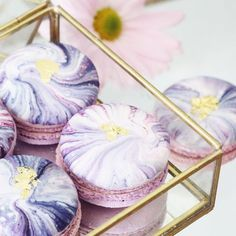 Prepare to Be Mesmerized by This Baker's Insanely Decorated Macarons Cupcakes, Cupcake Cakes, Cute Desserts, Delicious Desserts, Yummy Treats, Sweet Treats, Macaron Cookies, Macaron Cake, Cake Pops