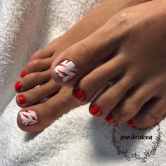 The advantage of the gel is that it allows you to enjoy your French manicure for a long time. There are four different ways to make a French manicure on gel nails. Orange Toe Nails, Pink Toe Nails, Pretty Toe Nails, Pink Ombre Nails, Toe Nail Color, Cute Toe Nails, Summer Toe Nails, Nail Colors, Gel Toe Nails