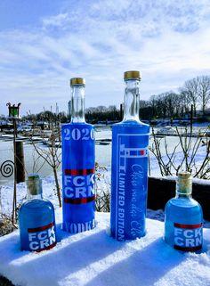 40% Alkohol, 10 Fach Carbongefiltert, Handabfüllung, Blau wie das Meer. Red Bull, Vodka Bottle, Berlin, Full Moon, Night Skies, Glass Bottles, Alcohol, Blue