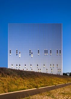 Completed in 2016 in Bronx, United States. Images by Albert Vecerka . Public Safety Answering Center II (PSAC II), a new facility located in the Bronx, enhances New York City's 911 emergency response system and sets a. Minimalist Architecture, Facade Architecture, Contemporary Architecture, Metal Facade, Best Build, Property Design, Steel Buildings, Facade Design, Brutalist