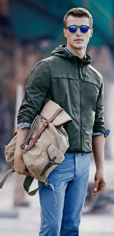 Combinacio verde , jeans y bolsa