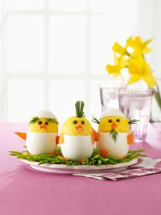 Build the Perfect Easter Menu With These Festive Recipes Deviled Egg Chicks: These deviled egg chicks are almost too adorable to eat! Click through to find other easy Easter recipes for brunch, dinner, dessert, and more. Chick Deviled Eggs Recipe, Easter Deviled Eggs, Easy Easter Recipes, Easy Easter Crafts, Chicke Recipes, Easter Appetizers, Brunch Table, Easter Brunch, Easter Food