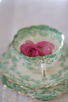 Victorian china (by www.vintageandcake.co.uk)  So pretty!