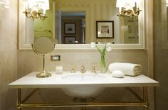 Guest bathroom. Live like a president in the heart of DC at The Hay-Adams. By Hotelied.