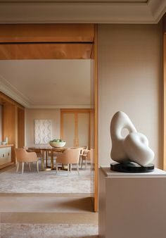 a lovely Manhattan interior designed by Thomas Pheasant (never hurts to have a Jean Arp in the mix) . Villa Luxury, Commercial Interiors, Contemporary Interior, Contemporary Style, Beautiful Interiors, Beautiful Homes, Mid Century Design, Interiores Design, Elle Decor