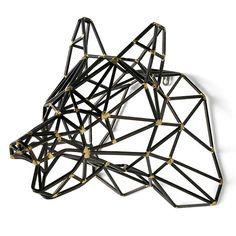 Deze prisma beer is door het geometrische design een echte eyecatcher voor aan elke muur. De beren kop is zwart met gouden details en makkelijk aan de muur te bevestigen. Verkrijgbaar bij REAS WoonDeco in Hoogeveen. Chandelier, Ceiling Lights, Home Decor, Google, Design, Candelabra, Decoration Home, Room Decor, Chandeliers